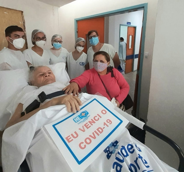 VITÓRIA DA VIDA Após 138 dias internada com Covid-19, idosa de 75 anos tem alta no HE do Agreste