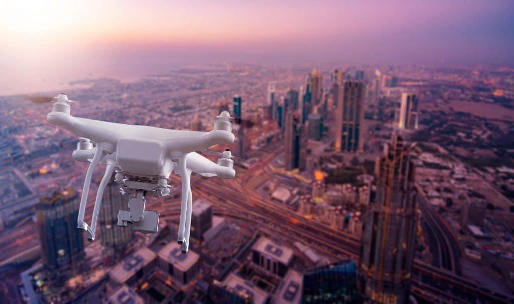 """Drones vão """"dar choque"""" em nuvens para fazer chover mais nos Emirados Árabes"""