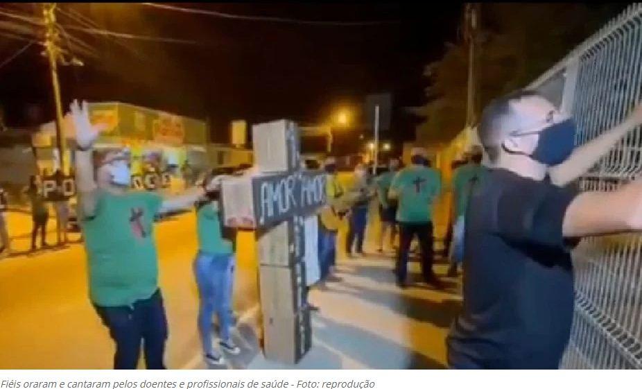 VÍDEO:Evangélicos fazem clamor e frente à Unidade Sentinela em Arapiraca