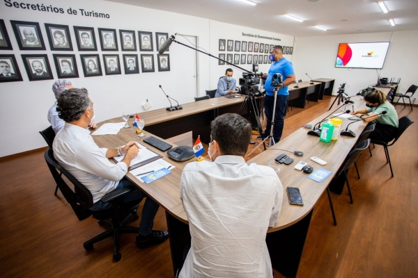 ECONOMIA Em live, secretário Rafael Brito detalha procedimentos e tira dúvidas sobre pacote emergencial para o turismo