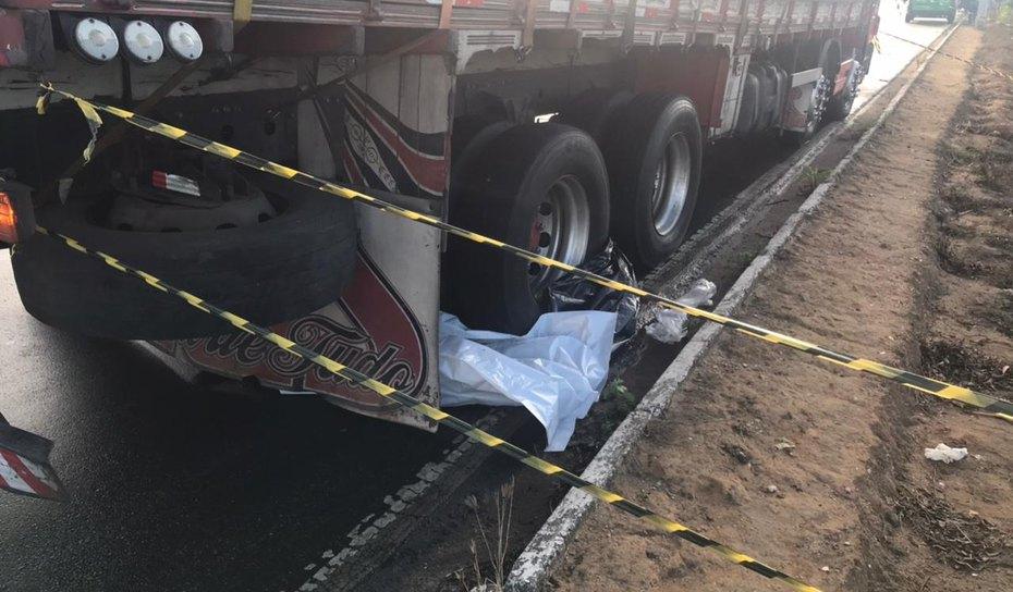 Motociclista  morre atropelado por caminhão em Arapiraca