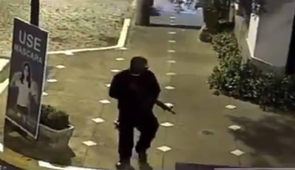 VÍDEO:  Assaltantes roubam bancos e promovem madrugada de pânico em Mococa em São Paulo