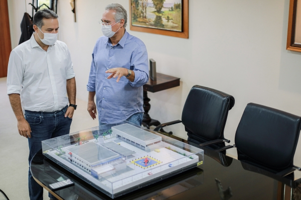 Renan Filho apresenta maquete de CISP que será construído em Arapiraca