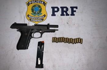 Operação da PRF em Alagoas prende um foragido da Justiça e outro por porte ilegal de arma